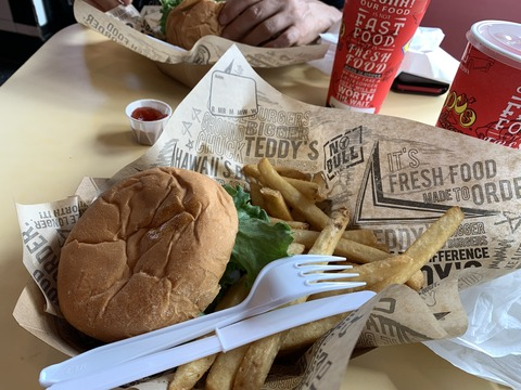 Teddy's ハンバーガー カイルア