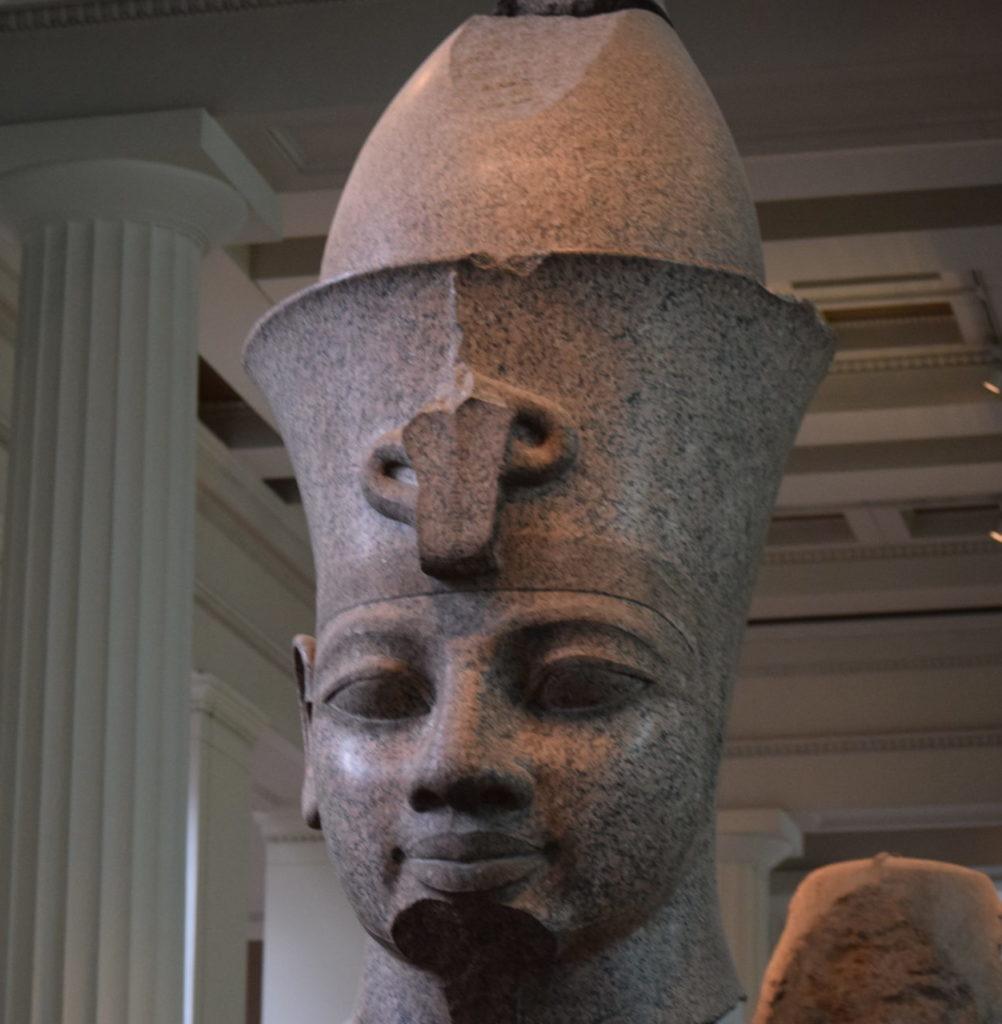 アメンホテプ3世の頭部像