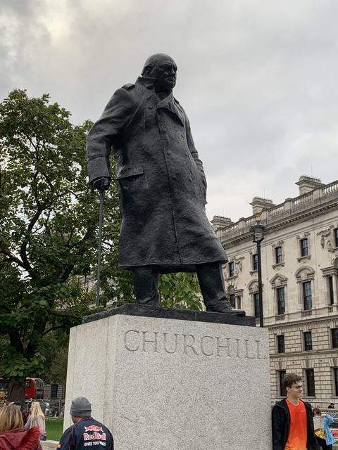 ロンドン チャーチル像