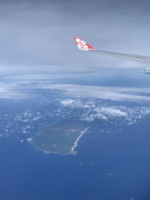 D7 1便 機内から ニイハウ島