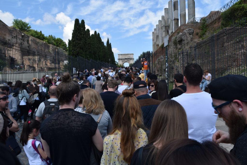 フォロ・ロマーノへの入り口までの列
