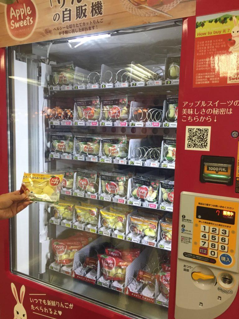 伊丹空港 カットりんご自販機