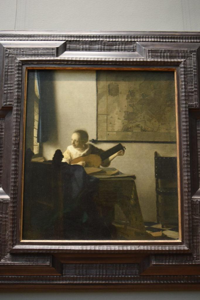 フェルメール 窓辺でギターを弾く女